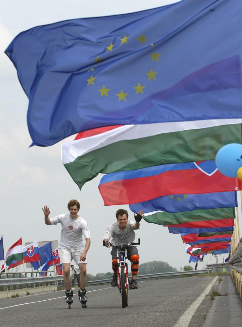 hranièní pøechod Rajka  , Euro-majáles  vlajka vlajky
