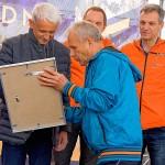 Práve Peter Polák odovzdal Mikulášovi Dzurindovi certifikát nového člena